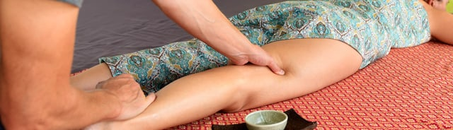 Thai oil massage and aromatherapy massage. Pampering and relaxing your tired body. SENSIB Thai Massage Zurich
