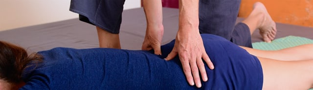 Chronic tension in the back. Get help from traditional Nuat Thai Massage at SENSIB Thai Massage Zürich